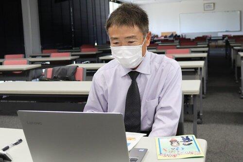 看護学部スタートアップ看護ゼミ「働く上でのルール」をテーマにオンライン講義を実施.02
